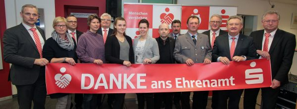 Sparkasse unterstützt die Region mit fast 600.000 € und würdigt ehrenamtliche Leistungen.