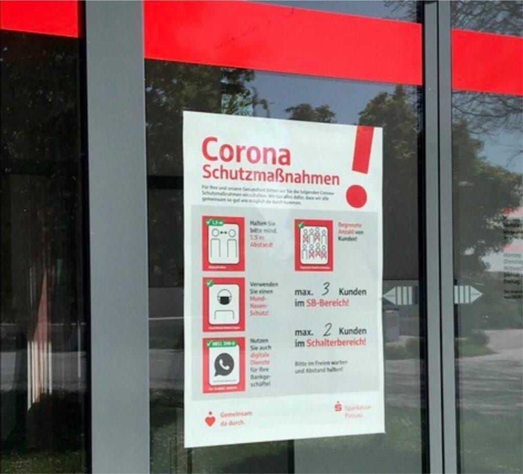 Sparkasse Passau - Plakat mit Corona-Schutzmaßnahmen
