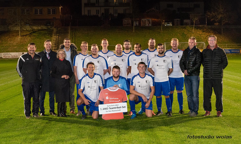 Sparkasse Passau unterstützt gemeinsam mit der Deutsche Leasing örtliche Sportvereine