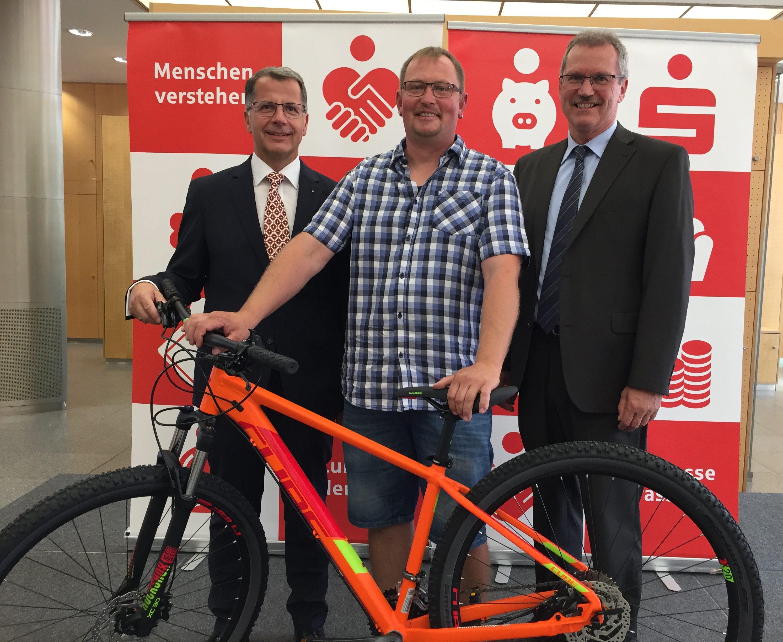 Sparkasse spendiert Wunsch-Fahrrad im Wert von 2.500 Euro
