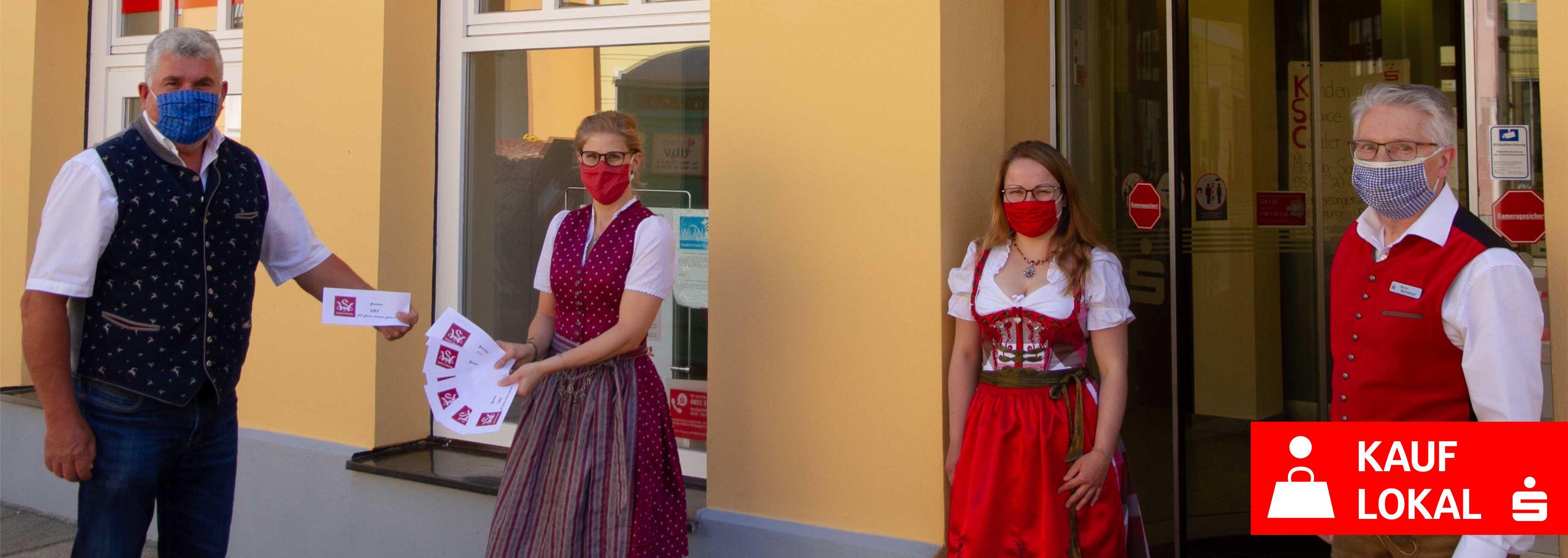 Sparkasse-Gutscheinübergabe-Spieht-Wensky_Kauf-lokal